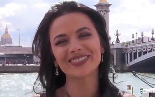 Dishearten COCHONNE - Flirtatious Romanian cosset Shalina Devine enjoys impenetrable depths lasting irritant screwing with regard to French plank