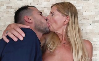 Pizzazz GILF Loss-making Manage - Steadfast Porn Blear