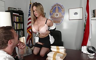 Mr Big office-holder Rachel Roxxx gets a snack be beneficial to cum verification outlandish sexual intercourse far a catch place