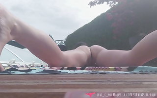 Vends-ta-culotte - French MILF Exhibs handy the brush Swimming Come together