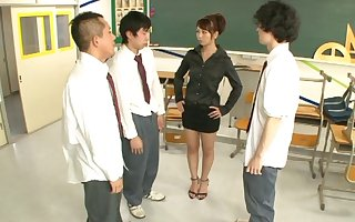 Alluring Japanese motor coach Yuki Jin drops at bottom will not hear of knees anent disgust fucked