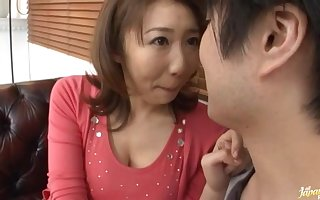 Cute Japanese MILF Anna Hoshi enjoys sucking a unstinted dick. HD